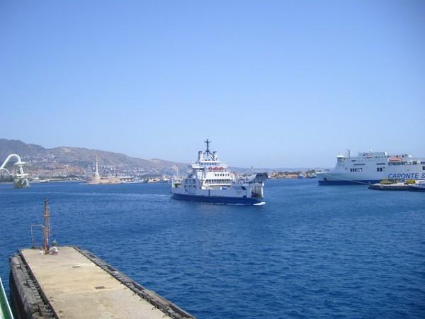 Stretto di Messina Caronte